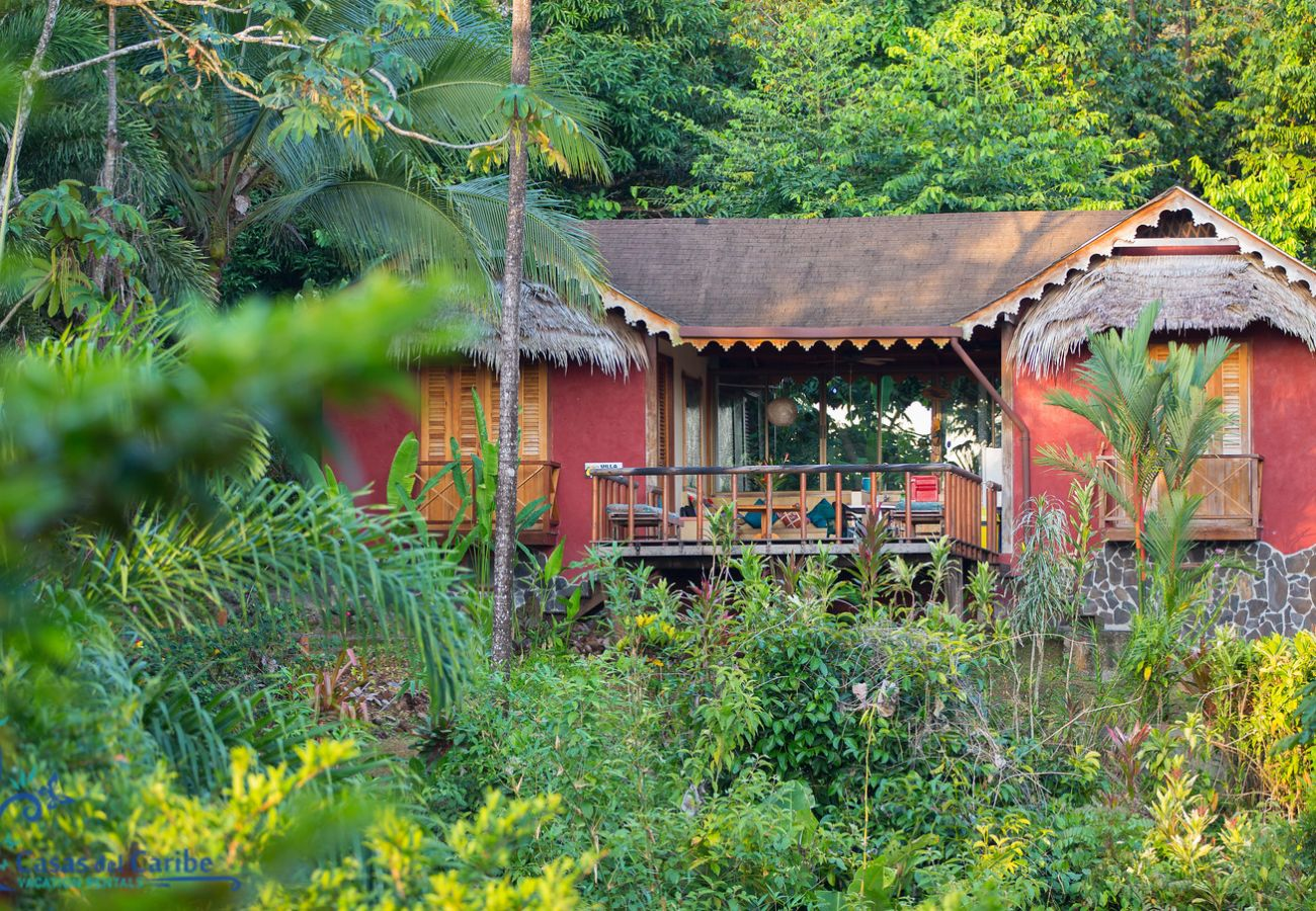 Villa en Punta Uva - Villa Toucan - Paraíso de Aves con Internet Fibra Optica