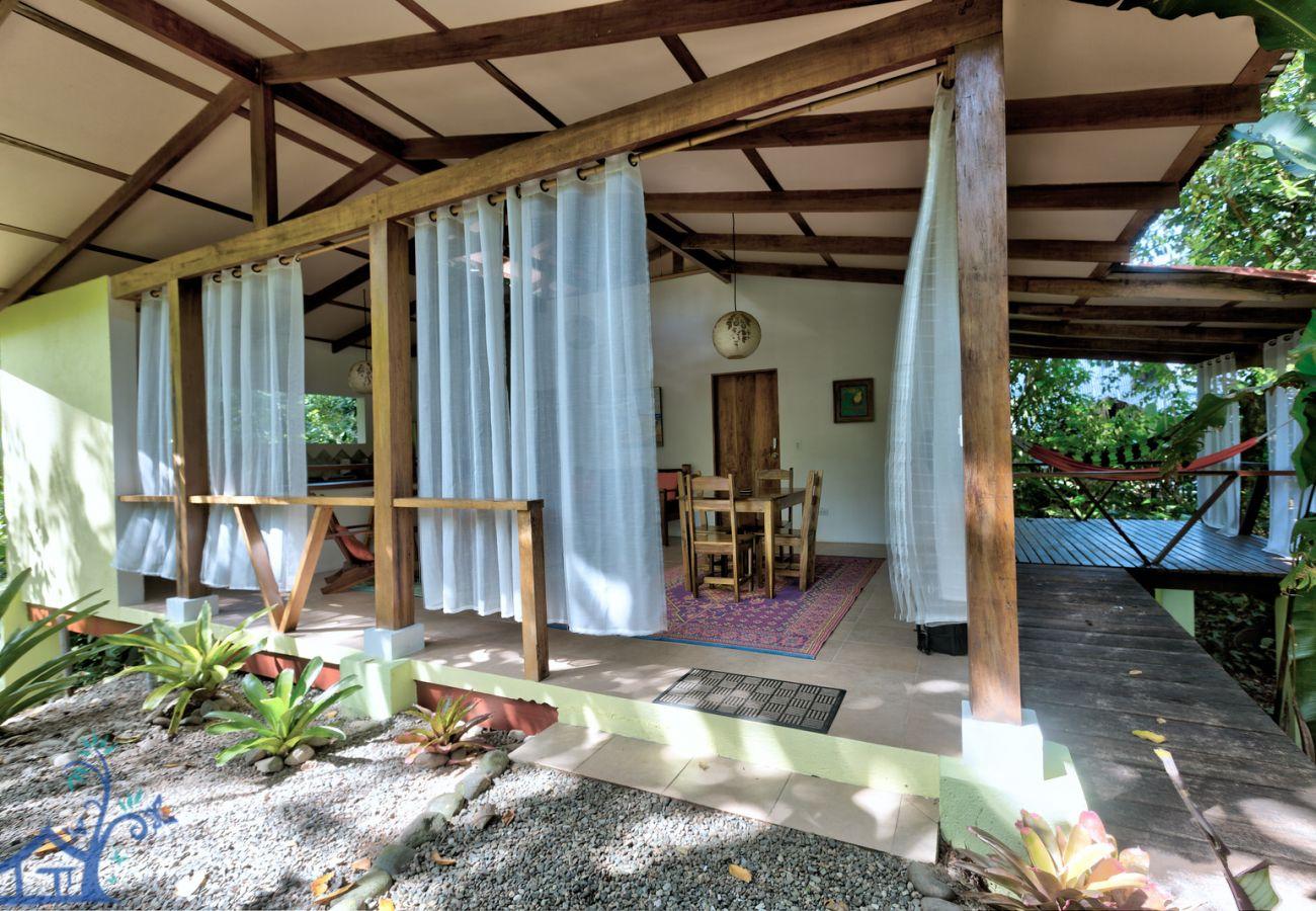 Villa en Cocles - Villa Azulada: Luxury home con A/C, FibOp y Piscina