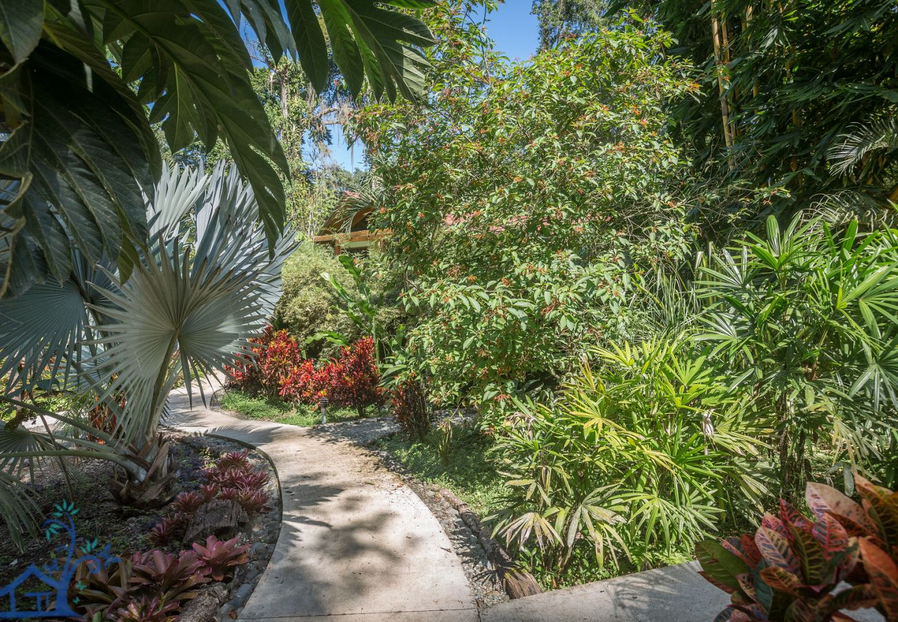 Villa en Cocles - Villas Tortola & Azulada, 2 villas con A/C, FibraOp y Piscina