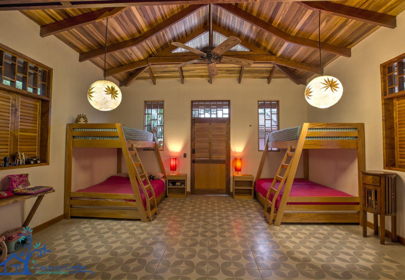 Villa in Punta Uva - Villa Macaw at the Big Tree Wildlife Refuge with Oceanview