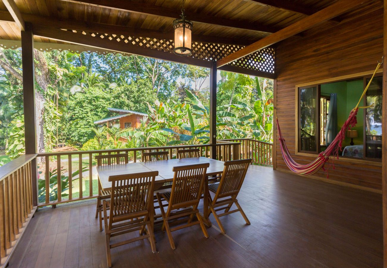House in Puerto Viejo - Beachfront Villa Seabreeze with AC & Pool