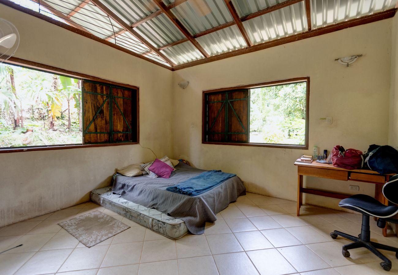 Casa en Playa Chiquita - Casa Yukiko with Prime Location