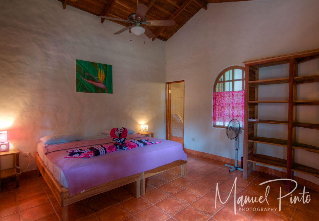 Casa en Playa Chiquita - Casa Idyll with Beautiful Gardens